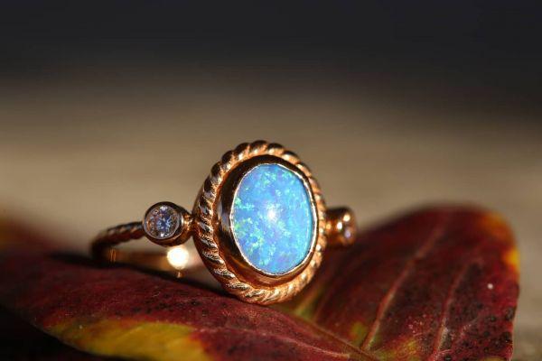 Mavi Opal Rose Altın Yüzük