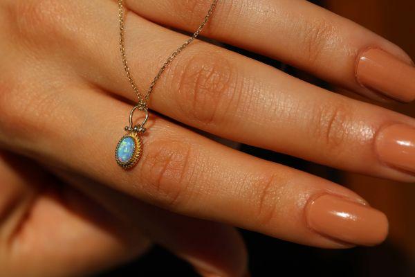 Mavi Opal Taşlı Altın Kolye